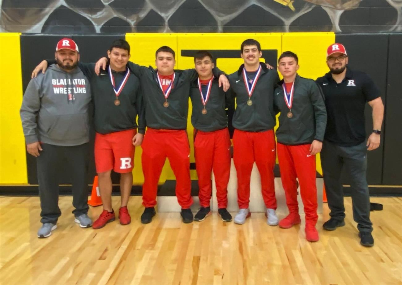 Roma High Wrestlers Headed to Regional Competition